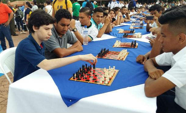 Estudiantes rinden homenaje al General Augusto C. Sandino con Mega Simultanea de Ajedrez
