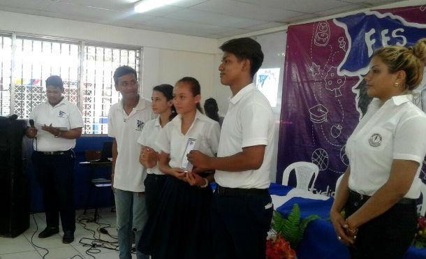 Estudiantes emprendedores reciben reconocimientos