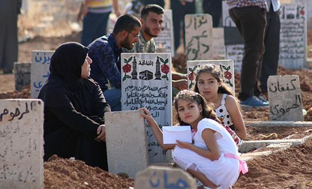 Al menos 11 civiles fallecen esta jornada en los ataques de la coalición de EE.UU. en Siria