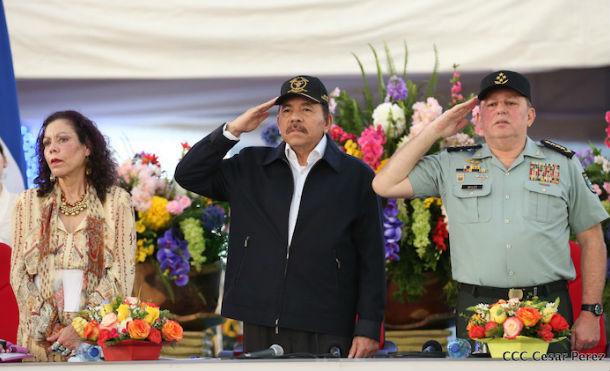 Comandante Daniel y Compañera Rosario presiden acto de graduación del Centro de Estudio Superior del Ejército de Nicaragua