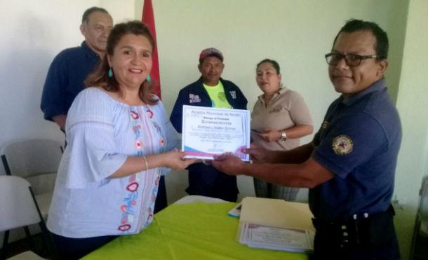 Alcaldía de Nindirí reconoce labor de servidores públicos que trabajaron en Semana Santa