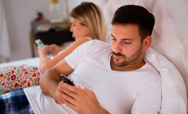 Estudios confirman que las parejas que publican mucho sobre su relación en Facebook son más infieles