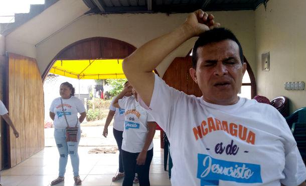 Comunidad evangélica del Ministerio Ciudad de Dios ora por la paz de Nicaragua