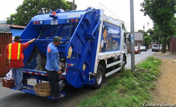 Nuevos camiones recolectores de basura garantiza barrios y comunidades más limpias
