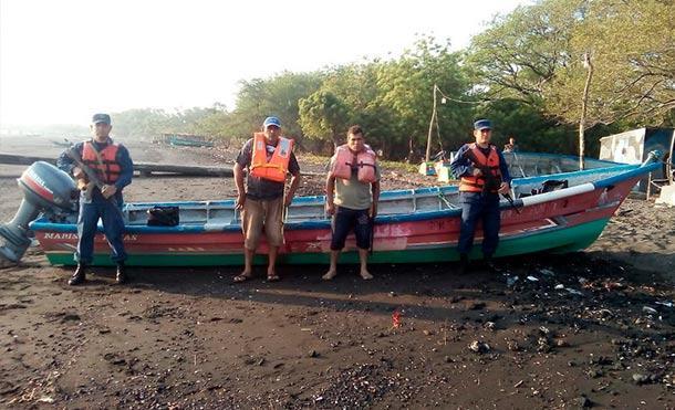 Fuerza Naval retiene a dos personas y una embarcación por pesca ilegal