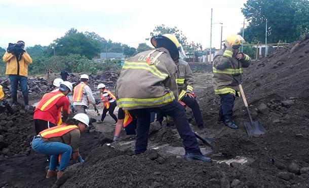 Bomberos Unificados realizan ejercicio de búsqueda, localización y rescate