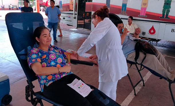 Familias de Chinandega participan en jornada de donación de sangre