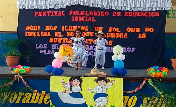 Niños de educación inicial participan de Festival folklórico realizado por el MINED