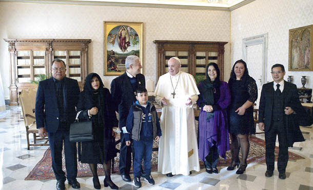 Foto CCC // Audiencia extraordinaria, cordial e informal, en la Biblioteca privada del Palacio Apostólico