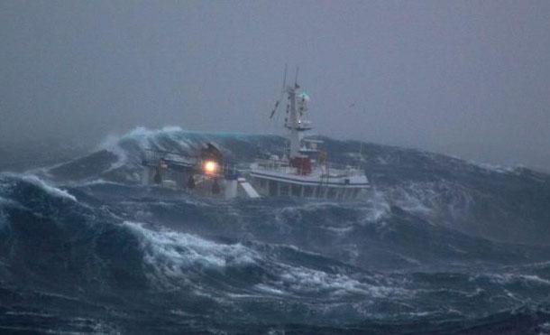 Foto Referencia: Se recomienda a los tripulantes de embarcaciones que se encuentran en labores de pesca, tomar todas las medidas de seguridad y de ser necesario trasladarse a puerto seguro, esto con el fin de evitar hechos que lamentar.