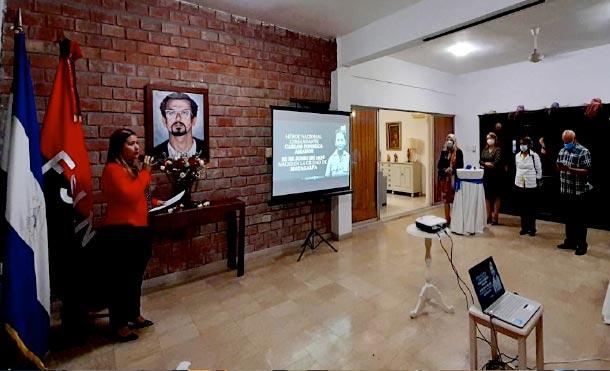 El acto contó con la participación de amigos de Nicaragua en República Dominicana, y se presentó un documental sobre la Vida y Legado del Comandante Carlos Fonseca Amador.