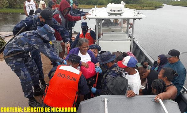 Foto Cortesía: Durante la evacuación, se emplearon fuerzas y medias del Distrito Naval Caribe, 1 barco de INPESCA y 1 barco de la empresa PROMARNIC.
