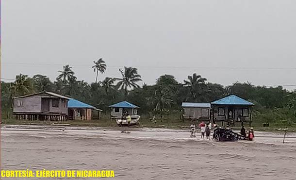 Foto Ejército de Nicaragua // Fuerza Naval realiza evacución de personas en Senet Point