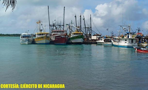"""La recepción de 96 barcos de la flota pesquera, como medida de prevención ante la inminente amenaza del Huracán """"IOTA"""". / Foto: Ejército de Nicaragua"""