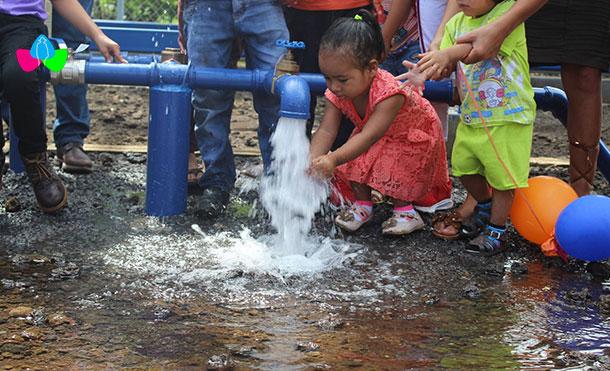 Foto Cortesía: Apertura de llave del Sistema de Agua Potable en la Comunidad Germán Pomares, El Viejo, Chinandega.