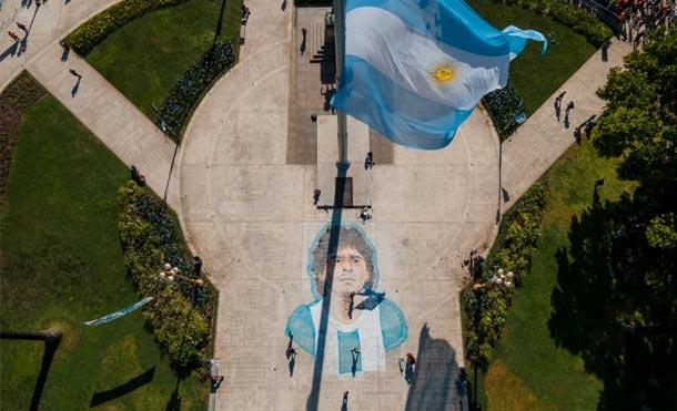 Homenaje a Diego Maradona desde la Plaza de Mayo en Buenos Aires, Argentina / Foto: TYC Sport.