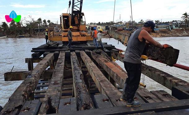 Foto Cortesía: La EPN ha avanzado con el cambio de 11 vigas y se continúa recuperando las vigas y pilotes sumergidos en el mar, para llevarlos a la costa y poder retirarlos con la grúa.