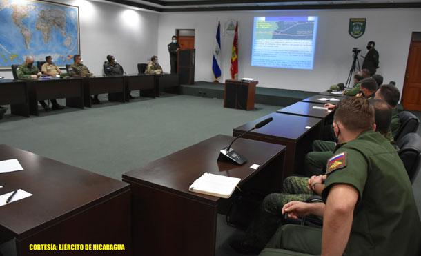 Foto Cortesía: En representación del Comandante en Jefe del Ejército de Nicaragua, General de Ejército Julio César Avilés Castillo, presidió la reunión el Inspector General, Mayor General Marvin Elías Corrales Rodríguez.