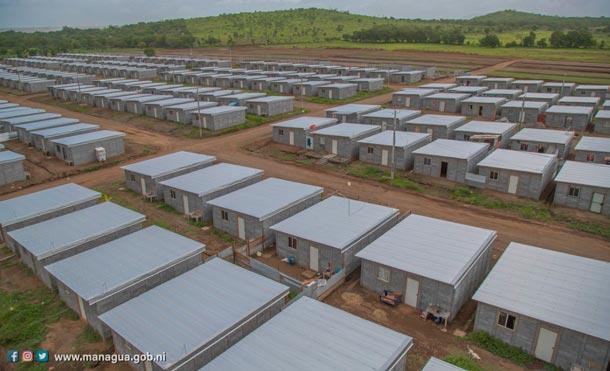 """""""El 30 de este mes, Dios mediante, vamos a estar entregando 100 nuevas viviendas a 100 familias que agradecen a Dios por tener su casita bonita, detalló la compañera Rosario Murillo."""