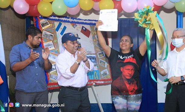 Foto Cortesía: Alcaldía de Managua y la Embajada de Taiwán, junto a la Compañera Yerania Carolina Membreño Gutiérrez, en la entrega de Vivienda Digna y Solidaria en el La Primavera, Distrito VI de Managua.