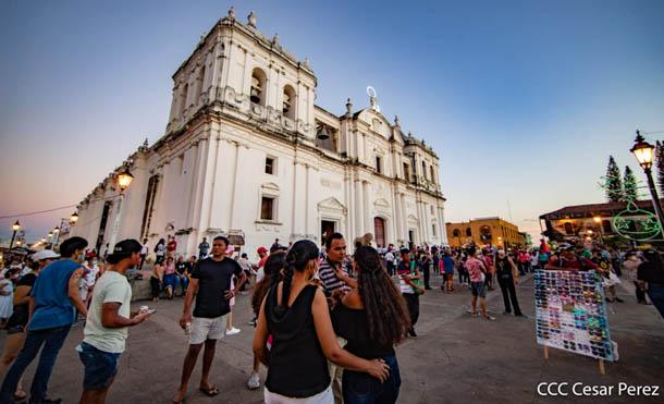 Foto César Pérez // Turistas nacionales durante celebración de la Purísima en León