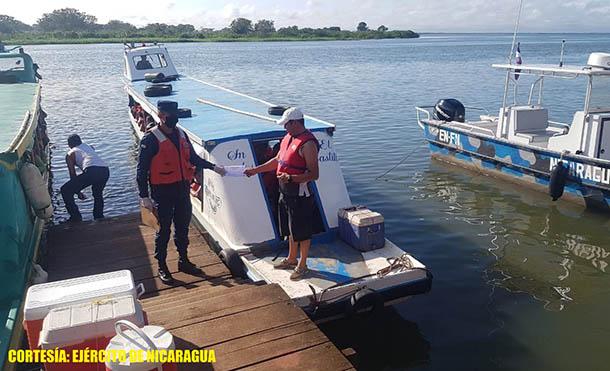 Foto Fuerza Naval // Se atendieron 233 ferris y embarcaciones