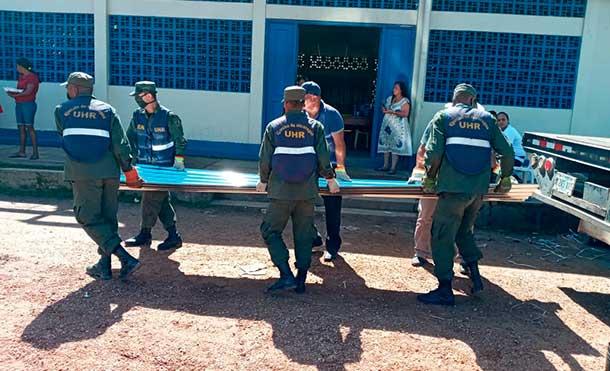 Foto Ejército de Nicaragua: Asimismo, en coordinación con el COREPRED, se realizó cargue, traslado y descargue de 103 toneladas métricas de Plan Techo, desde las bodegas del COREPRED