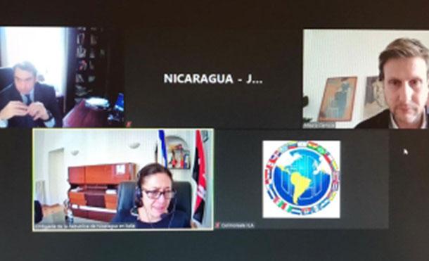 Foto Cortesía: Embajadora Mónica Robelo con el Señor Gianandrea Rossi, Director Ejecutivo y con el Señor Mauro Camicia, Responsable de Proyectos de Cooperación de la Organización ítalo latinoamericana IILA.