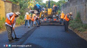 Trabajadores de la Alcaldía de Managua trabajan en el proyecto Calles para el Pueblo