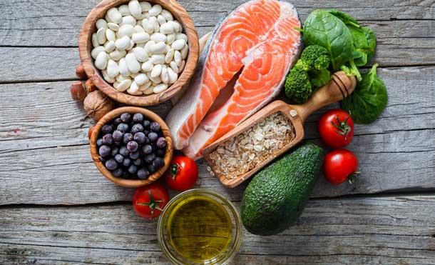Foto Clínica Marco: Comer de manera saludable puede ayudarnos de muchas formas, sobre todo durante el mes de enero, donde todos buscamos bajar esas libritas de más