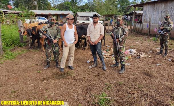 Foto Cortesía: Durante la ocupación de los semovientes se retuvieron a los ciudadanos Lester Uriel Mendoza Bellos y Osni Darío Martínez Méndez.