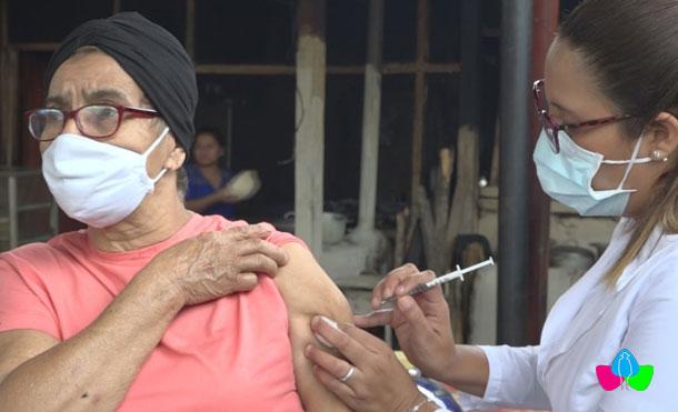 Foto Multinoticias: En esta jornada el MINSA pretende vacunar a los que el año pasado no se vacunaron y tiene la meta de aplicar 700 dosis a personas adultas mayores de 50 años y con enfermedades crónicas en los 12 municipios de Nueva Segovia.