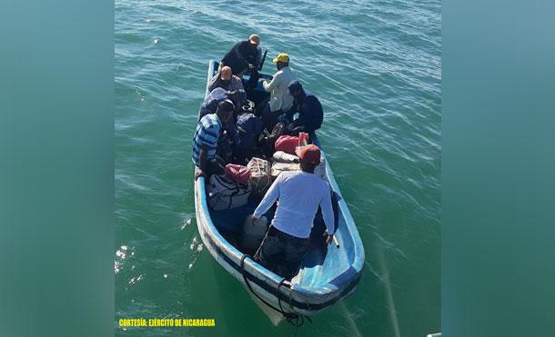 Foto Cortesía: Los tripulantes no presentaron zarpe y la documentación correspondiente, además no portaban chalecos salvavidas y medios establecidos por la ley, violentando las medidas de seguridad de la vida humana en el mar.