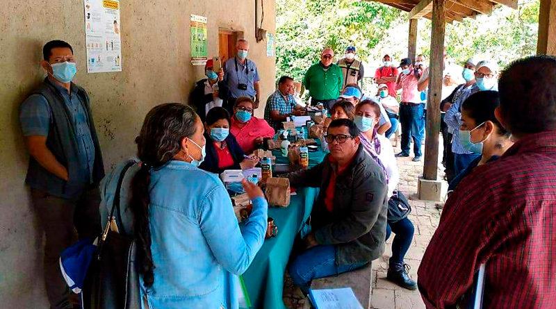 Durante las visitas de campo se realizaron conversatorios con el Comité de Cuenca, la Junta Directiva del CAPS Las Manos, los habitantes del gabinete de la familia del Barrio Solidaridad y dos dueños de fincas cafetaleras