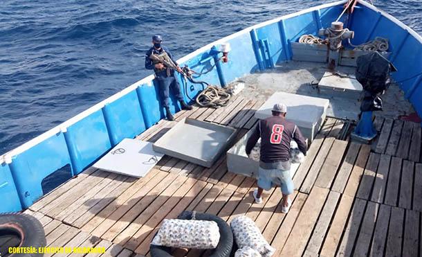 Foto Ejército de Nicaragua // Se trasladaron 8 mil libras de langosta equivalentes a 2 millones de córdobas