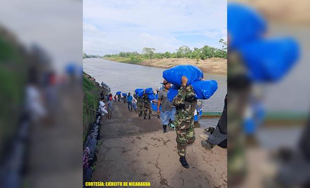 Foto Ejército de Nicaragua // Se trasladaron 5 toneladas de material escolar