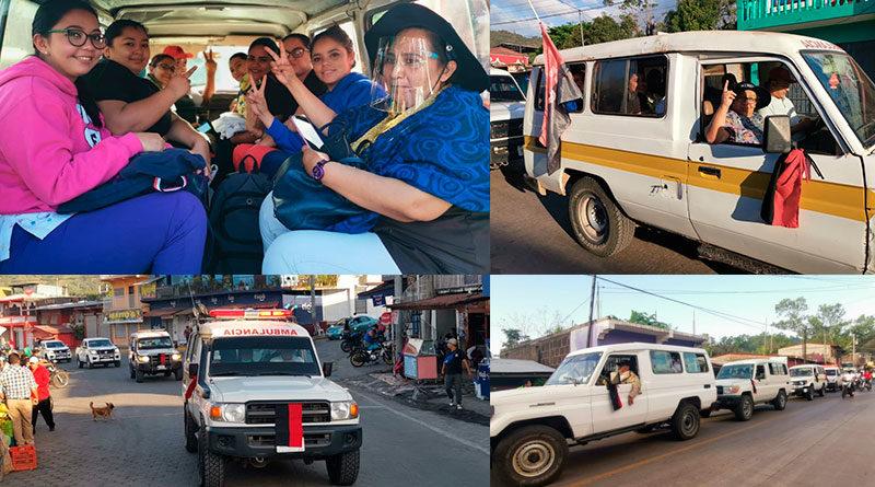 Médicos del Ministerio de Salud y ambulancias dirigiéndose a la comunidad Ubú Norte en Bocana de Paiwás.
