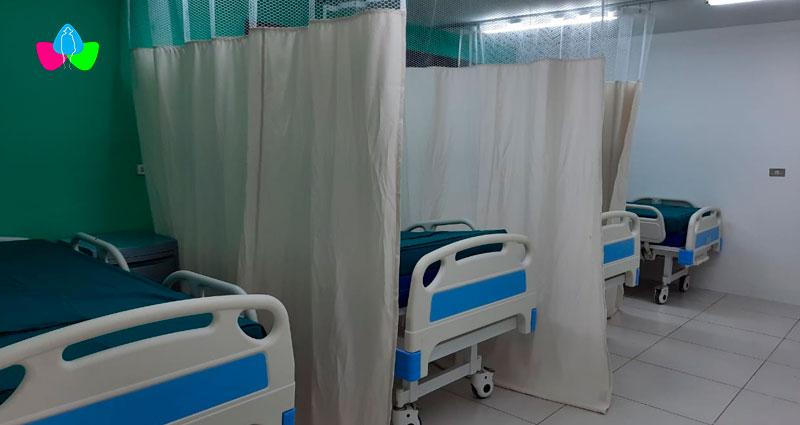Camas de hospitalización ubicadas en la sala de emergencia del Hospital Primario José Schendell Bergfeld de Corinto, Chinandega.