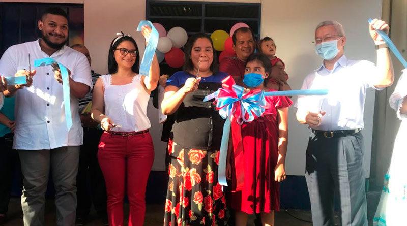 Autoridades de la Alcaldía de Managua y la Embajada de Taiwán, junto a la Protagonista Gerling Johanna Cajina Ayestas