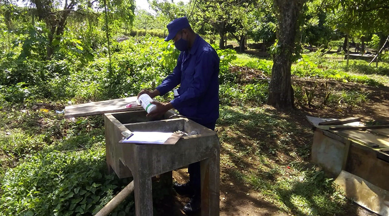 Foto: Ejército de Nicaragua / Durante la jornada se abatizaron 137 casas, se inspeccionaron 754 depósitos, se eliminó 411 criaderos, se trató 343 depósitos y se benefició a 623 personas.