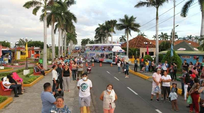 Visitantes y turistas de otras nacionalidades en el Puerto Salvador Allende