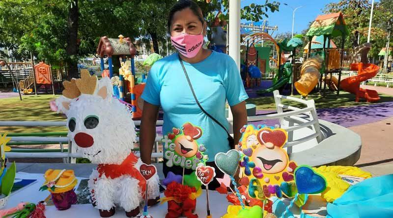 Emprendedora que recibió certificado por parte de la Alcaldía de Managua