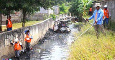 Trabajadores de la Alcaldía de Managua realizan obras de limpieza en cauces de la capital