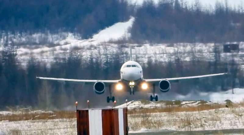 Avión aterrizando de lado, en aeropuerto de Magadán