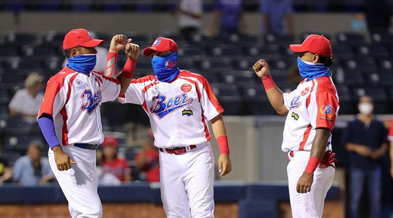 Jugadores de los Indios del Bóer desde el Estadio de Managua en el inicio del pomares 2021.