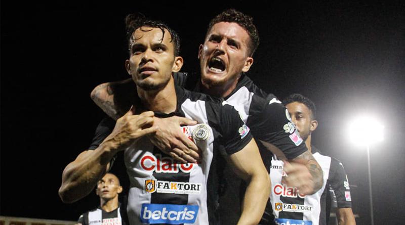 Jugadores del Fútbol Club Cacique Diriangén celebrando triunfo en el Torneo Clausura de la Liga Primera.