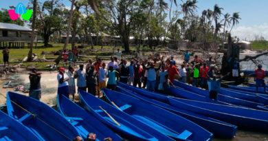 Pescadores de la comunidad de Karatá en Bilwi recibiendo de parte del INPESCA cayucos de fibra de vidrio
