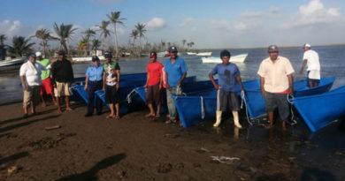 Pescadores de Wounta Bar recibieron cayucos de fibra de vidrio por parte del INPESCA