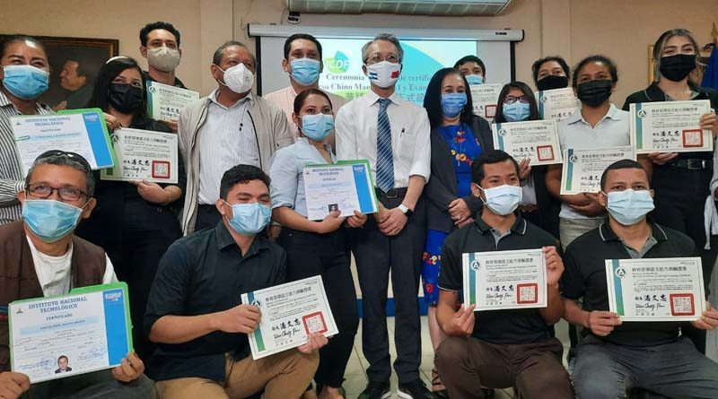 Estudiantes del Tecnológico de Idiomas reciben certificados de Chino Mandarín A1 y A2