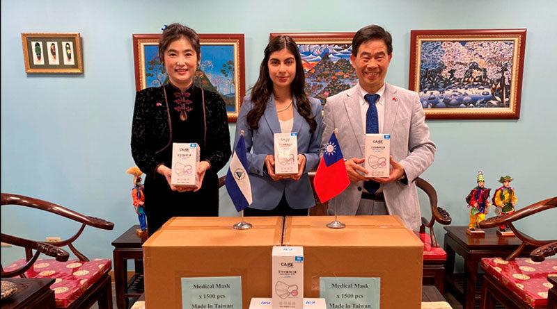 La Embajadora de Nicaragua en Taiwán junto a representantes de las empresas taiwanesas K&H MFG CO. LTD. y Technogical Consultants Co. Ltd.